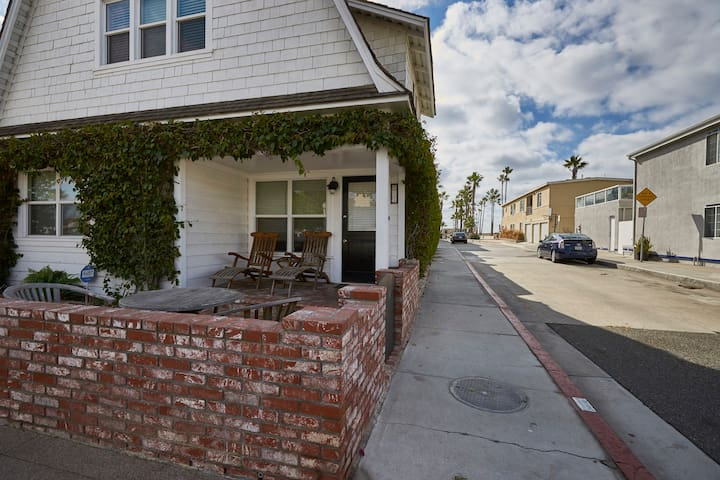 Newport Beach Bougainvillea Cottage 501
