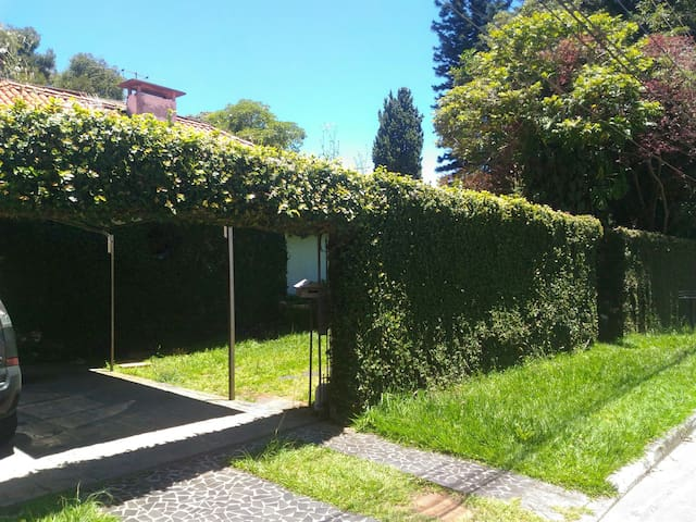 Locação Interlagos cômodo da Casa: Mensal 1.200,00