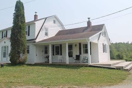 Charming old farmhouse - Mount Uniacke - Rumah