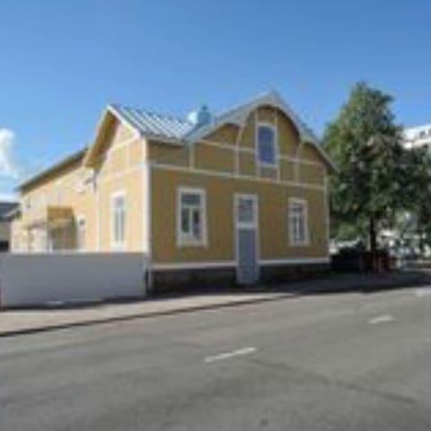 Juuri remontoitu vanha talo Rauman keskustassa.