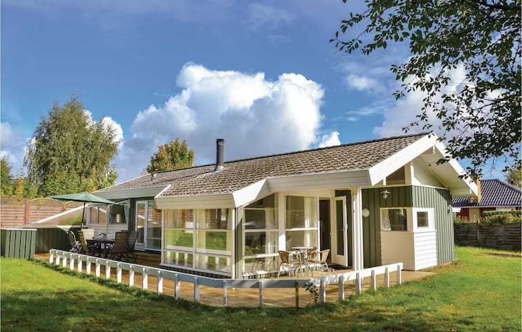 Holiday cottage with 3 bedrooms on 88m² in Dronningmølle