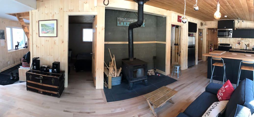 Chalet bois rond/bord lac privé, 35 min de Québec