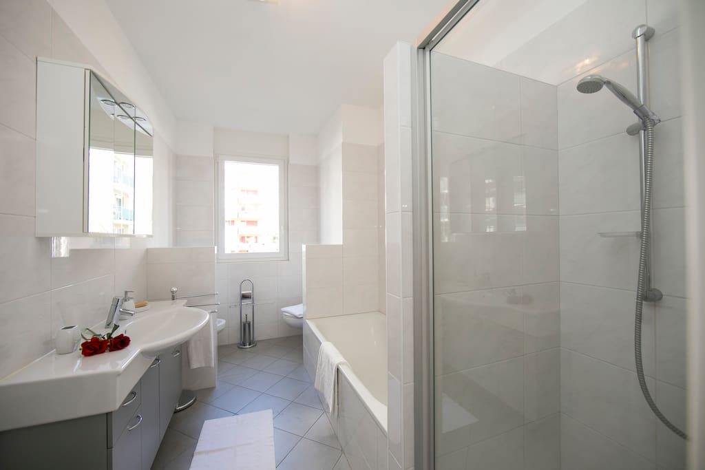 Bathroom with a bad and a shower - ensuite to master bedroom