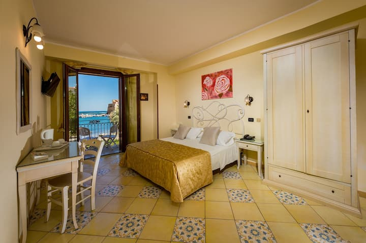 Double with Balcony and Sea View-Hotel Cala Marina