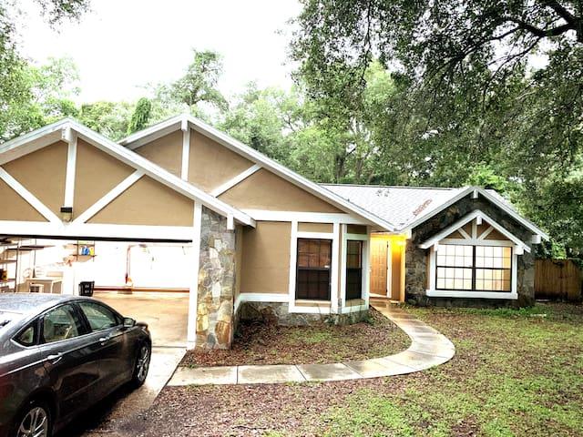 Cozy Coastal Home Near Prime Orlando Destinations.