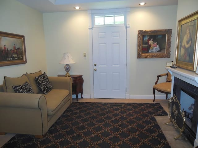Cedar Grove Mansion Inn - Cottage Suite 32