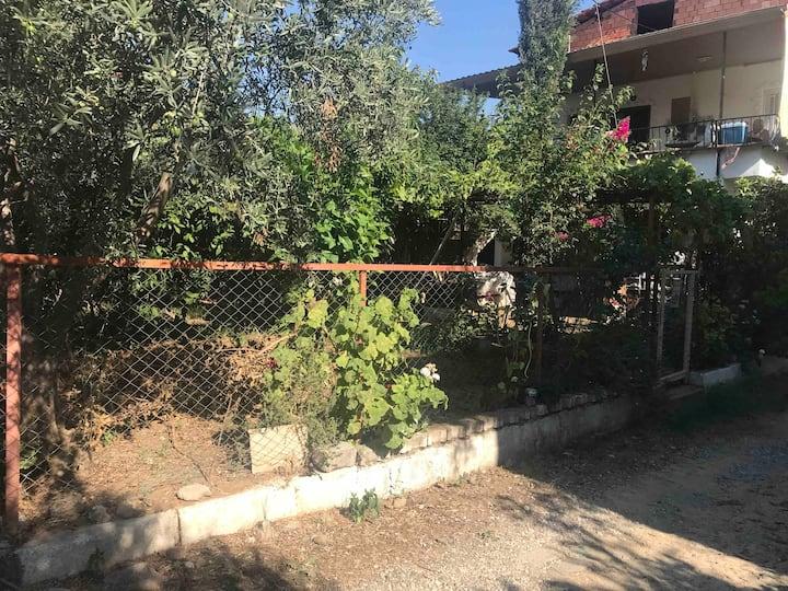Müstakil , Bahçeli, balkonlu, her yere yakın ev.