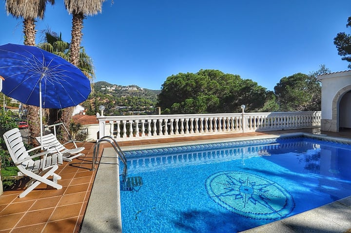 Summer house Natalie, 400m from the beach, air conditioning, private pool, terrace,