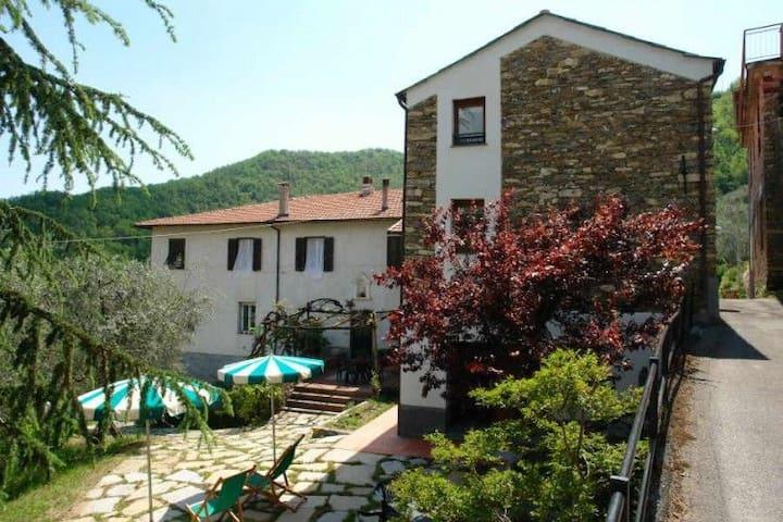 Casa Lorenza. Garden with terrace Quiet area