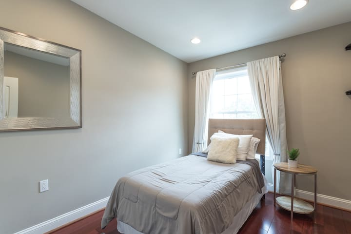 Third Bedroom - Twin bed