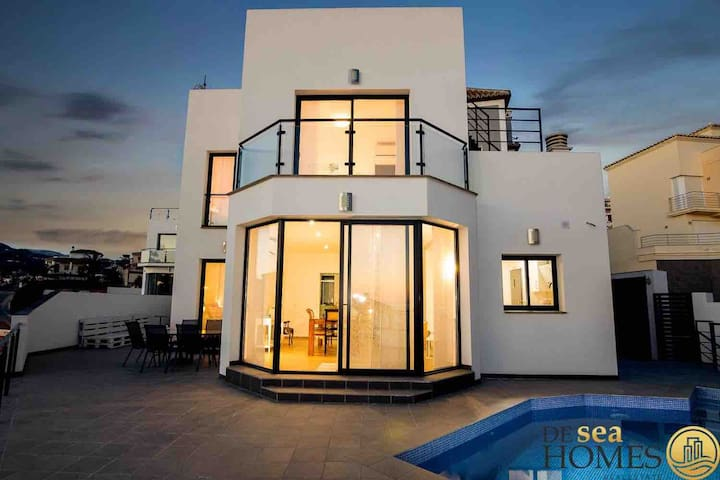 Modern Luxury Villa,Costa del Sol. Wifi, Pool, AC.