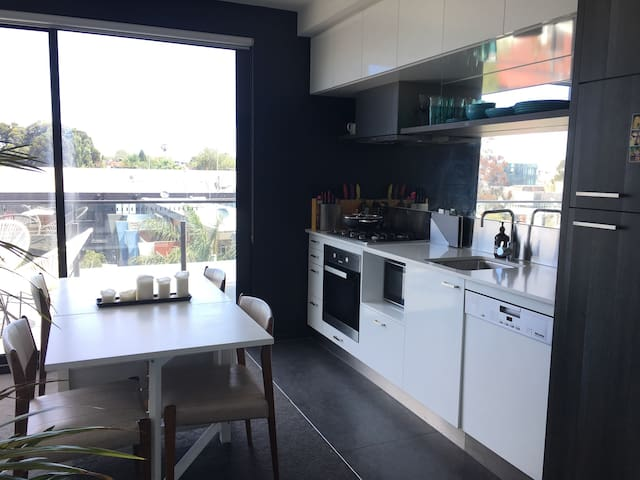 Close to beach, restaurants & CBD - St Kilda - Apartment
