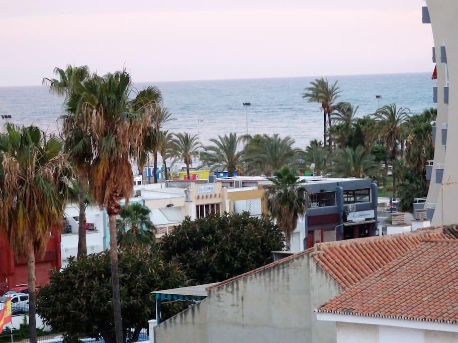 Estudio luminoso cerca de la playa piscina y tenis for Piscina torre del mar
