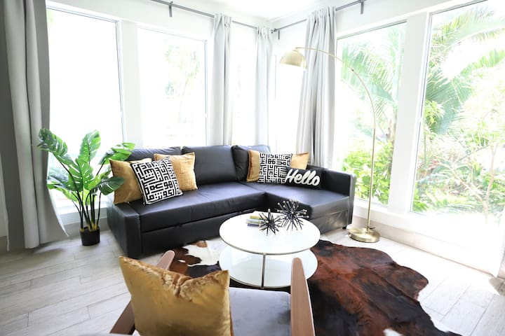 Tropical Paradise Near Lincoln Rd w/Parking | Best Restaurants & South Beach Bay | 1 Bedroom Private Apt
