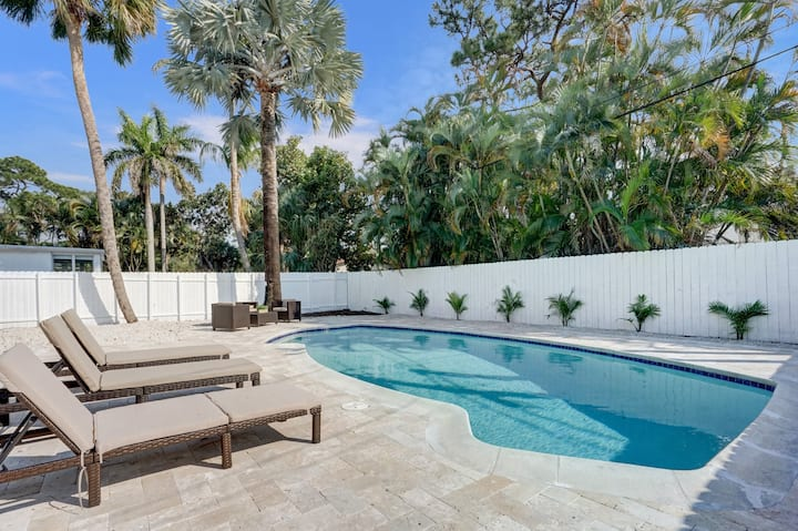 *Home away from home✮3BR house with LUXE POOL!