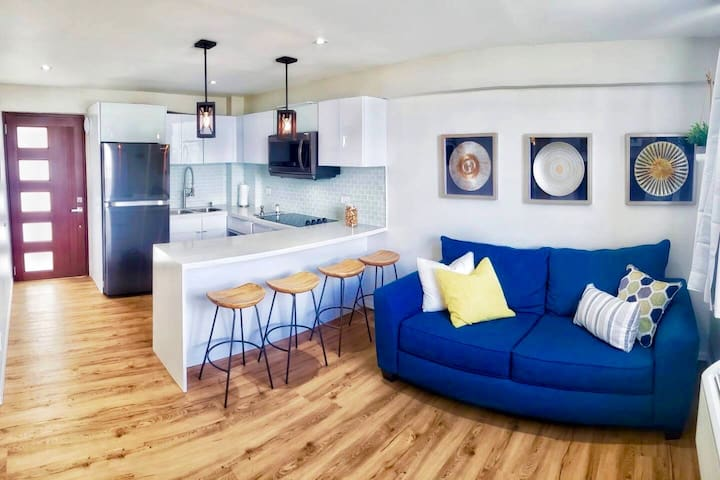 Luxury Apartment, Walk to the beach!!!