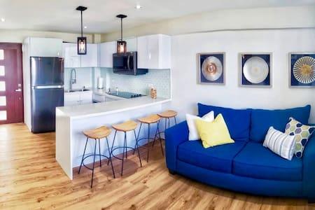 Luxury Apartment, Walk to the beach!