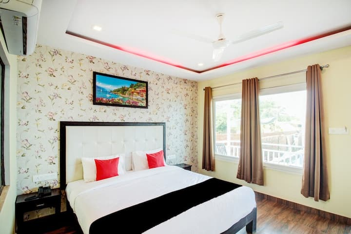 Cozy room with pool view  at Arambol Goa
