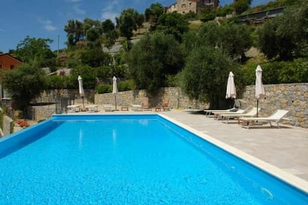 Appartement de standing avec piscine, grand jardin - Latte