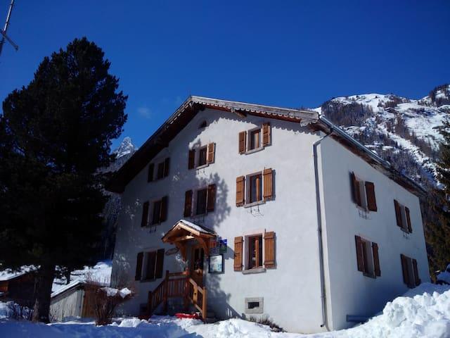 Maison d'hôtes Anatase Vallorcine proche Chamonix - Vallorcine - Oda + Kahvaltı