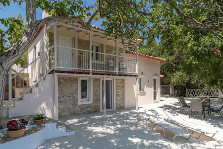 Pyrgos Country House