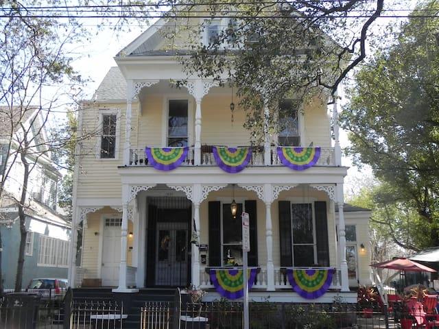 1890's Uptown Victorian - New Orleans - Byt