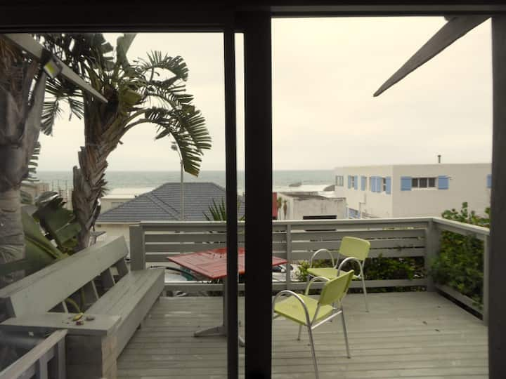 Camps Bay, Sea Facing 1 bedroom, apartment Sundeck