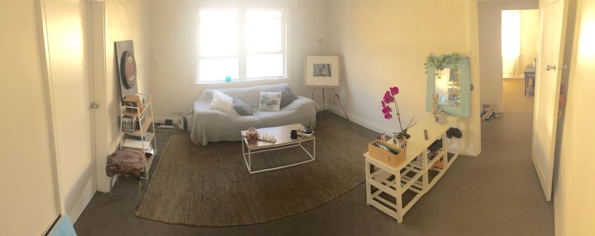Cozy, bright apartment in Bondi Junction