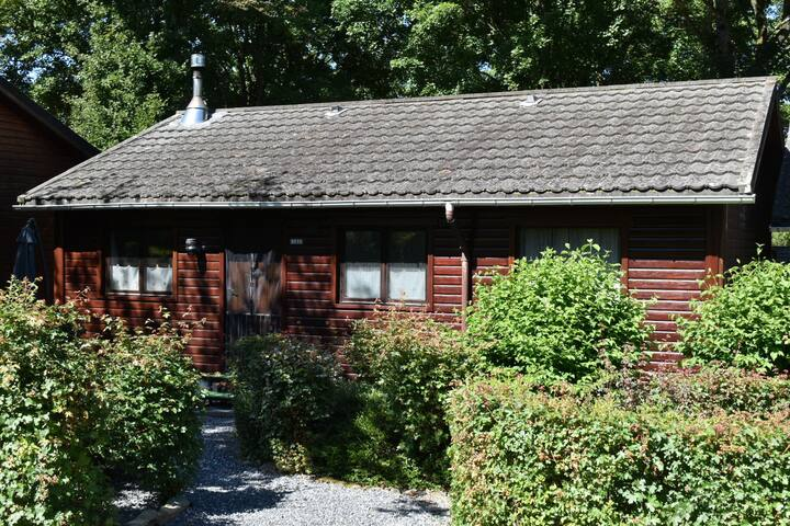 Cottage with access to the river and near La Roche