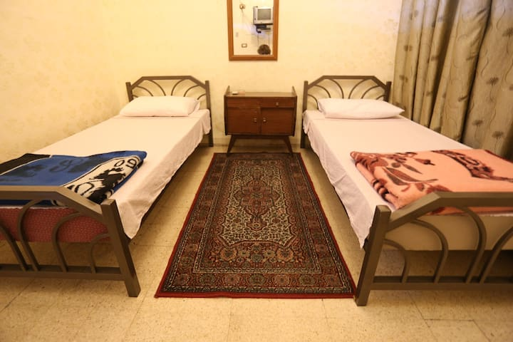 Private Room with 2 single beds - Amman - Bed & Breakfast