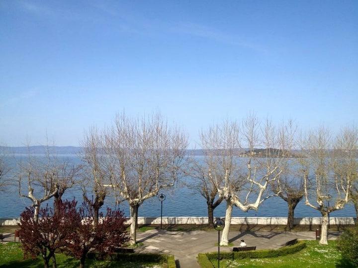 Camera vista Lago