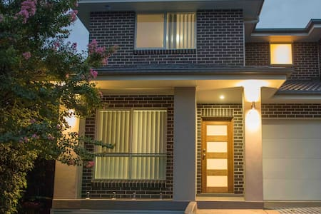 New luxury 5 bedroom duplex close to Olympic Park