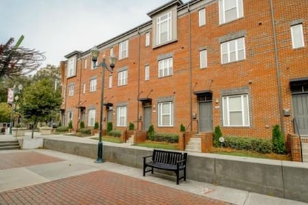 Amazing South End Townhouse! Room 2 - Charlotte