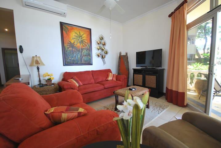 Beachfront Residence in the Center of Jaco - Jaco Beach - Дом