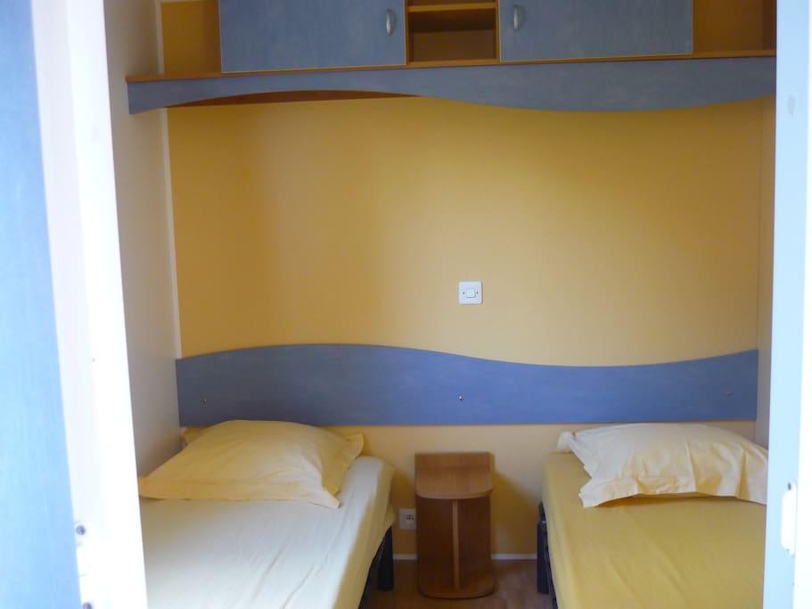 Chambre 2 petits lits 80cm