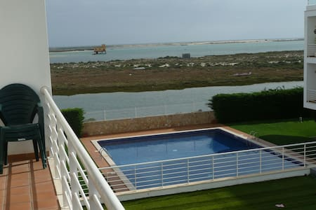 Appartement 100m² bord de mer, parking au sous-sol - Fuseta
