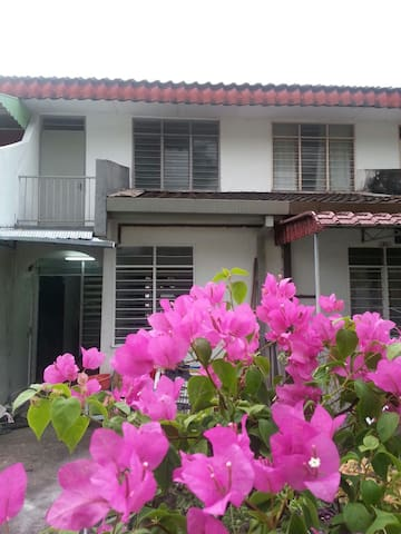 Twin Sharing Beded for Males  Only - Seremban - House