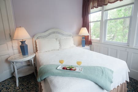 The Sweet Violet Room in my boutique hotel - Taylorville