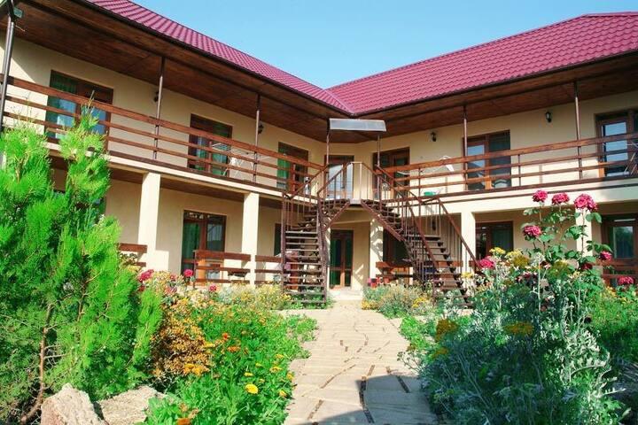 Первый Гостевой Дом в Затоке 4х мест. НОМЕР 10
