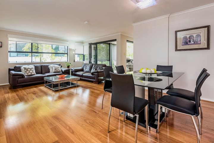 Gorgeous East Perth 3 bedroom Apartment - East Perth - Pis