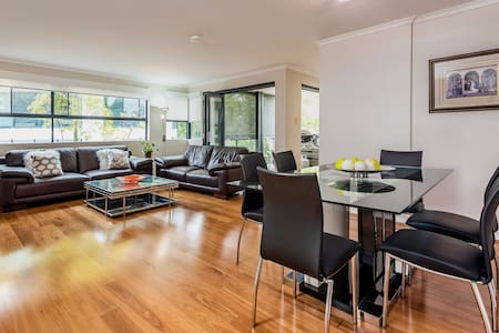Gorgeous East Perth 3 bedroom Apartment - East Perth - Apartment