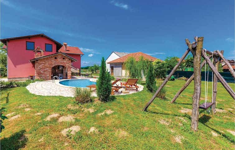 Holiday cottage with 5 bedrooms on 124 m² in Ozalj