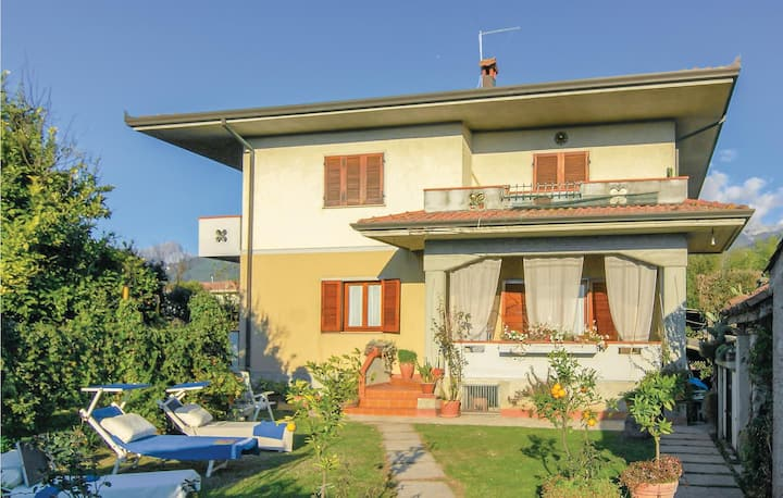 Semi-Detached with 3 bedrooms on 130m² in Montignoso -MS-