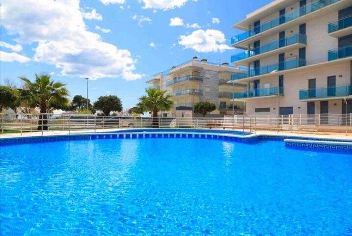 Apartamento en Cambrils en la playa con piscina