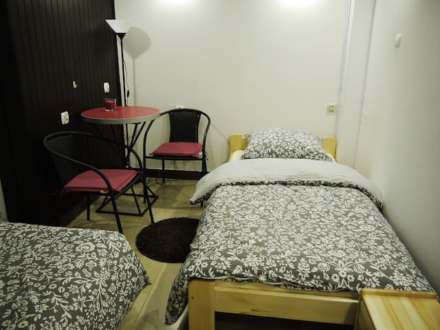 VillaArkadia GuestHouse standard double room - Warszawa - Bed & Breakfast