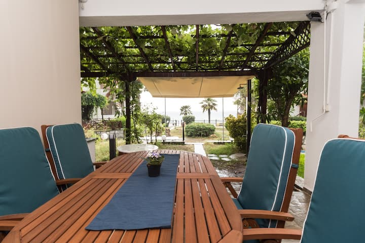 Alexger Nikiti Deluxe Beachfront Seaview House
