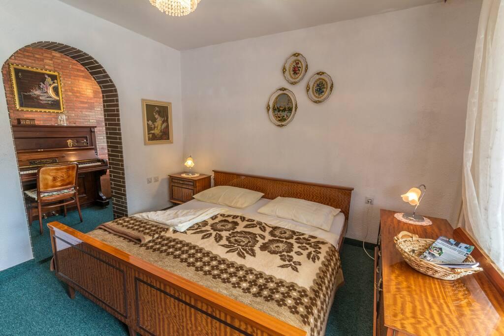 bedroom Pianino
