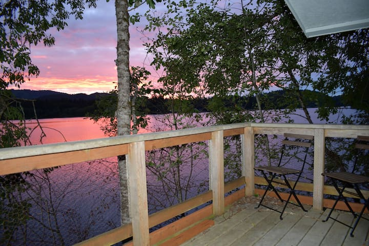 Black Lake Tree House, Sunsets, Paddleboard & More