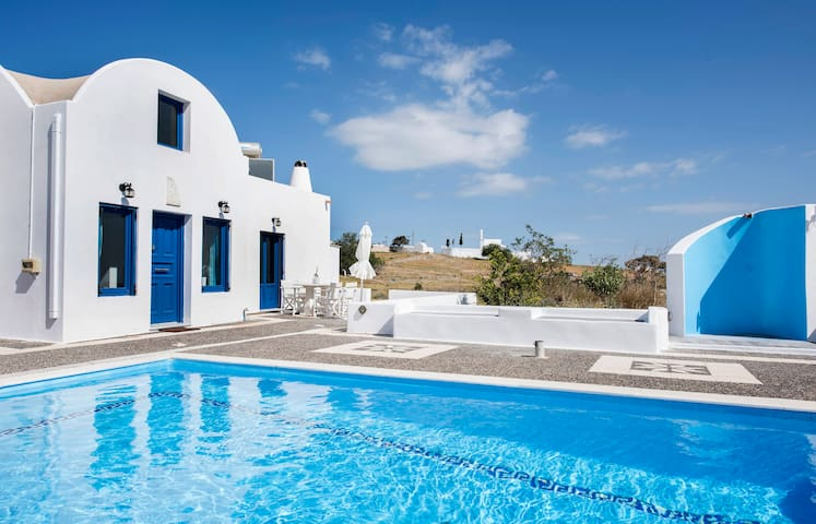 Santorini Traditional Suites THIRAS - Vothonas - Talo