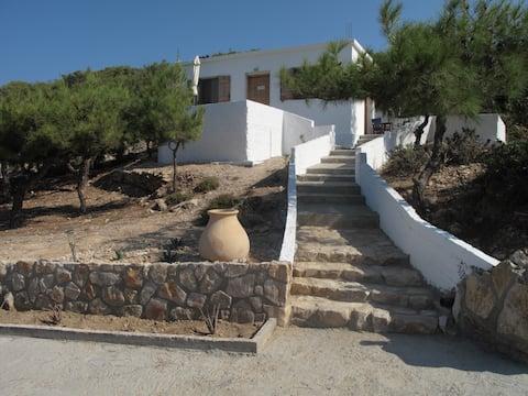 Villa Calypso with Sarakiniko View and Great WiFi